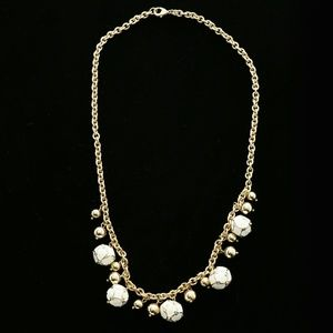 Luxury Necklace Gold/White NWOT